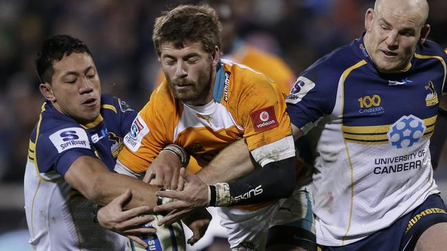 Willie Le Roux (C) set up many of the Cheetahs' attacking raids.