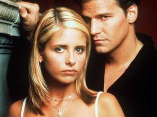 "Sarah Michelle Gellar & David Boreanaz in TV show ""Buffy: The Vampire Slayer"", 1999. Boreanaz/Actor headshot actor actress series"