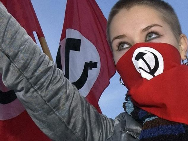 epa000308739 A member of the leftist ultra-nationalist National Bolshevik party throws up her hand in the Nazi-style salute at the Lenin's monument, Sunday 07 November 2004, during the celebrations of the Day of Accord and Reconcilation, former socialist revolution day.  EPA/STRINGER