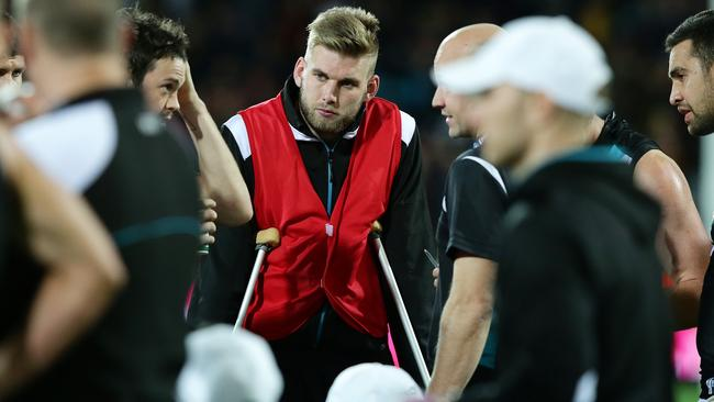 Jackson Trengove subbed out and on crutches during the Showdown. Picture: Sarah Reed.