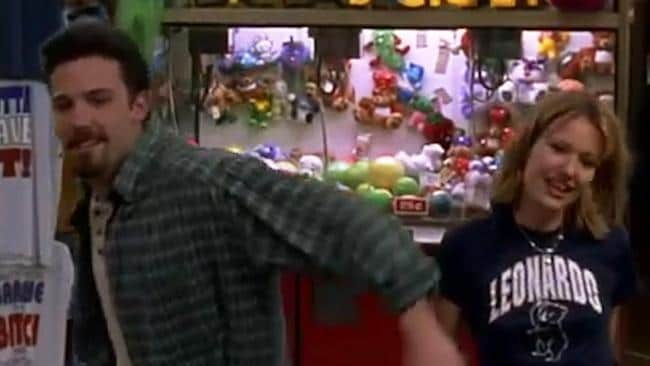 an analysis of the story chasing amy Peppered with the writer/director's trademark whip-smart wit, chasing amy is a love story about two seemingly incompatible lovers the film is smith's take on the muddled topic of courtship and contemporary sexual politics in the 90's but, in this era of political correctness, with potentially explosive twists.