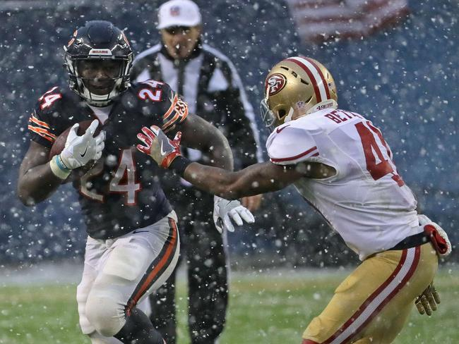 Jordan Howard #24 of the Chicago Bears is chased by Antoine Bethea #41 of the San Francisco 49ers.