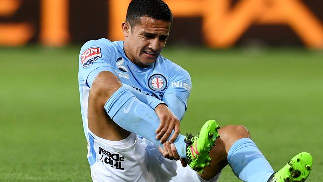 Tim Cahill to travel to Honduras for World Cup playoff; Robbie Kruse injury