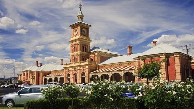 Albury is popular not just for its attractive property prices, but its historic attractions including its old historic railway station.