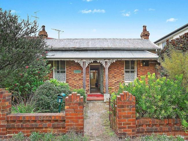 7 Pacific St, Clovelly sold for $2.59 million under the hammer.