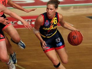 Basketballer Jae Kingi (r). WNBL womens basketball - Adelaide Lightning vs West Sydney match at the Clipsal Powerhouse 01 Dec 2000. sport action