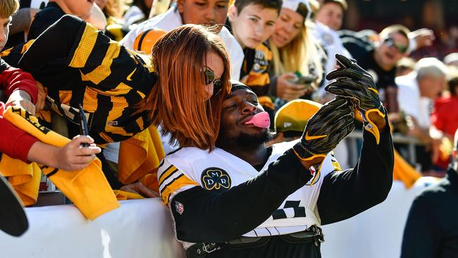 Le'Veon Bell ran for 179 yards and celebrated his big game with a selfie.
