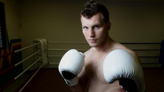 Welterweight champion Jeff Horn training.