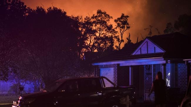 The bushfire looms behind Wattle Grove homes. Picture: Darren Leigh Roberts