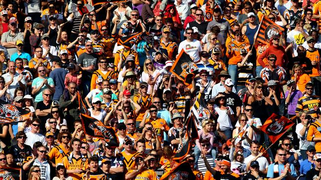 Sold out crowd at Leichhardt Oval.
