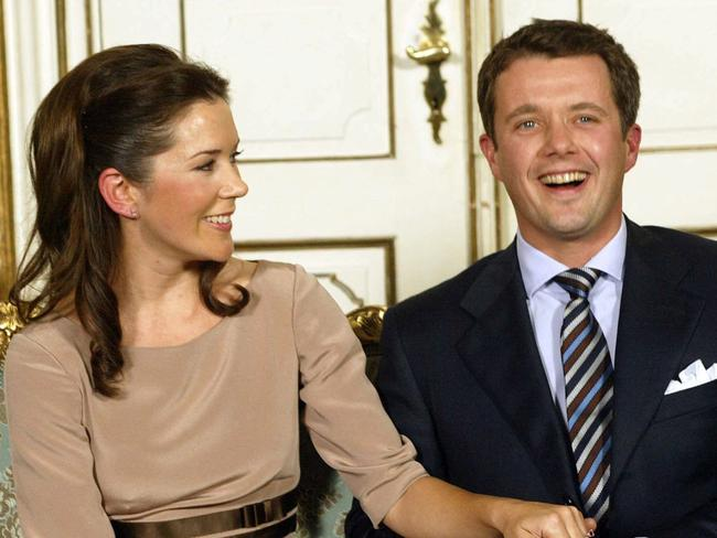 The happy couple announce their engagement in October 2003.