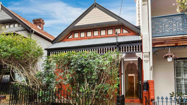 10 Reynolds St, Balmain sold for $113,000 above reserve.