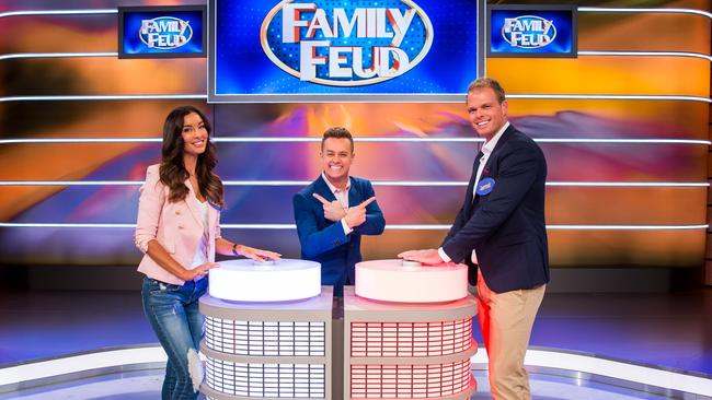 Grant Denyer hosts an All Stars Family Feud featuring Bachelor in Paradise stars. Picture: Network 10.