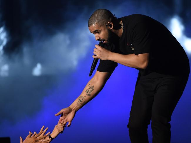 Drake gives away nearly $1M to Miami residents in 'God's Plan' video