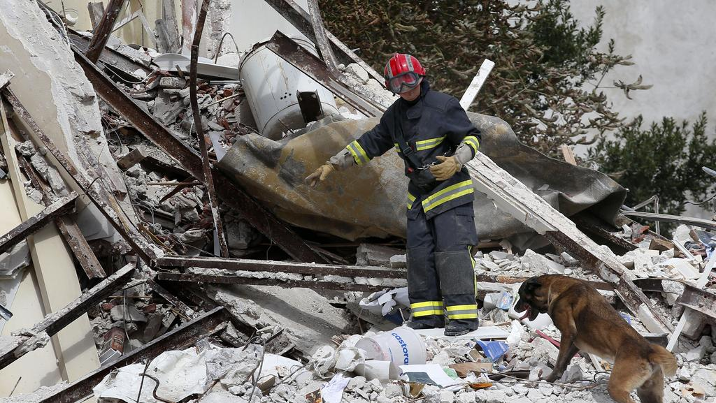 Six killed in Paris apartment block explosion Daily Telegraph # Assistante Sociale Aulnay Sous Bois