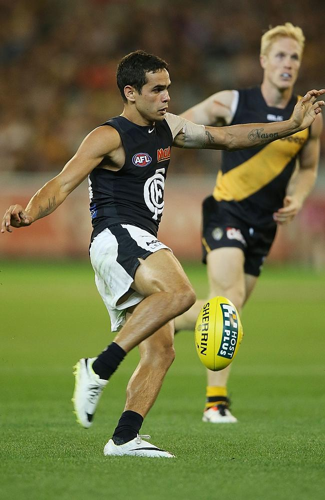 Jeff Garlett appeared to be paying homage to Eddie Betts with his over-sized shorts.