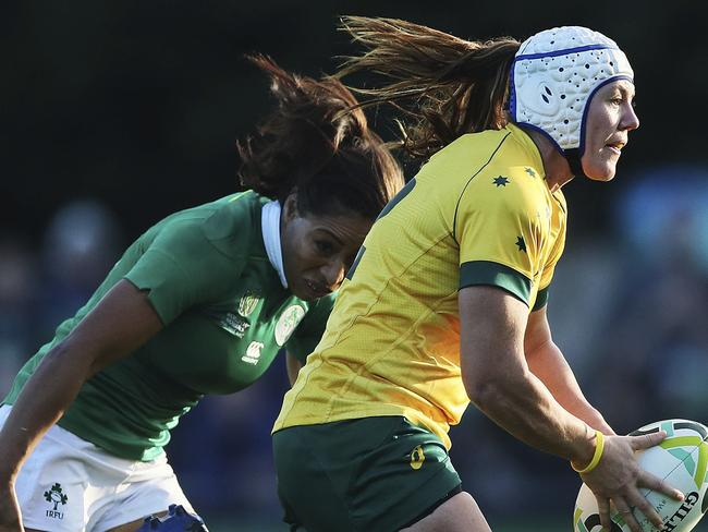 Australia's Sharni Williams and Ireland's Jenny Murphy battle in game one of the rugby World Cup.