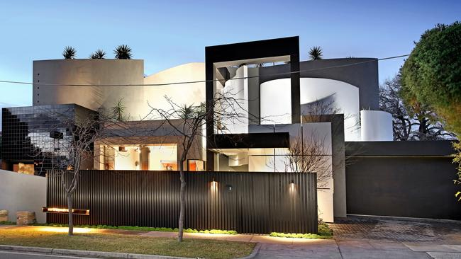 1 Blairgowrie Court, Brighton Has Hit The Market With $7 $7.7 Million Price  Expectations. Pictures