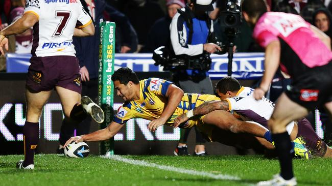 Manly's Peta Hiku scores a try.