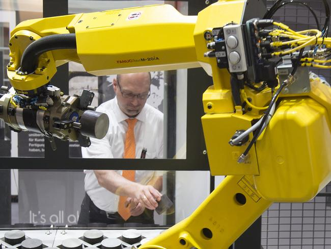 A robot arm works for a turret lathe of the Japanese company Mazak. Picture: Jens Meyer