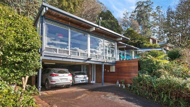 "<a href=""https://www.realestate.com.au/property-house-vic-emerald-126044126"">28 Sydney Ave, Emerald</a>."
