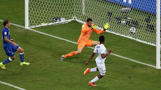 Daniel Sturridge of England shoots and scores his team's goal past Salvatore Sirigu of Italy/