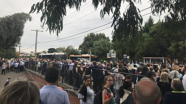 Hundreds of stranded commuters on the Frankston line queue for replacement buses. Picture: Alex White