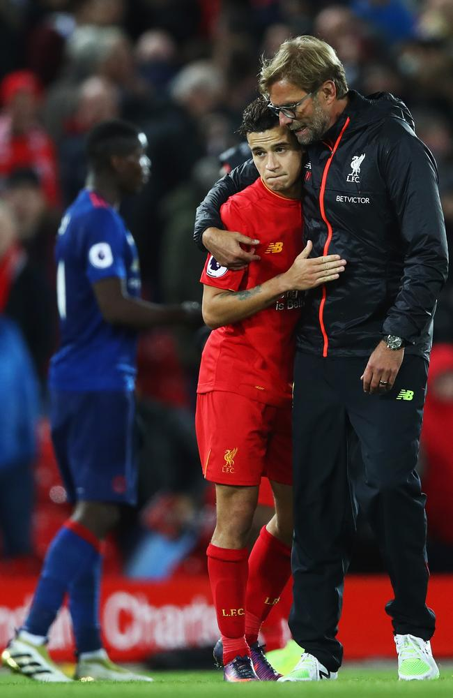 Jurgen Klopp, Manager of Liverpool talks with Philippe Coutinho.