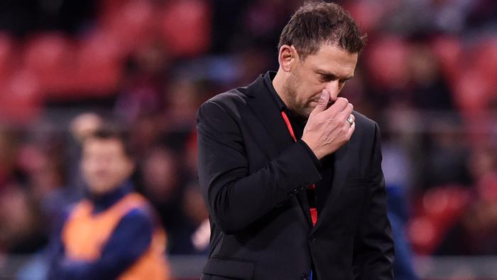 Wanderers coach Tony Popovic reacts to a goal scored by Andrew Hoole of the Jets during the round 3 A-League match between the Western Sydney Wanderers and the Newcastle Jets at Spotless Stadium in Sydney on Sunday, Oct. 23, 2016. (AAP Image/Paul Miller) NO ARCHIVING, EDITORIAL USE
