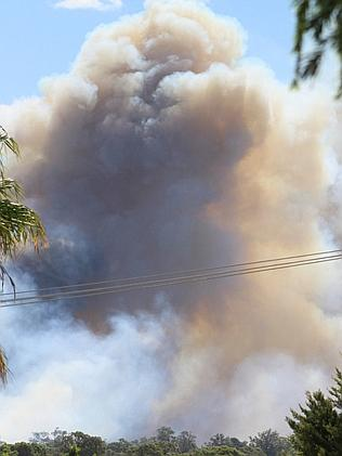 Fire crews battle an out of control bush fire threatening homes in Kwinana. Picture: Kirsty Little/Twitter