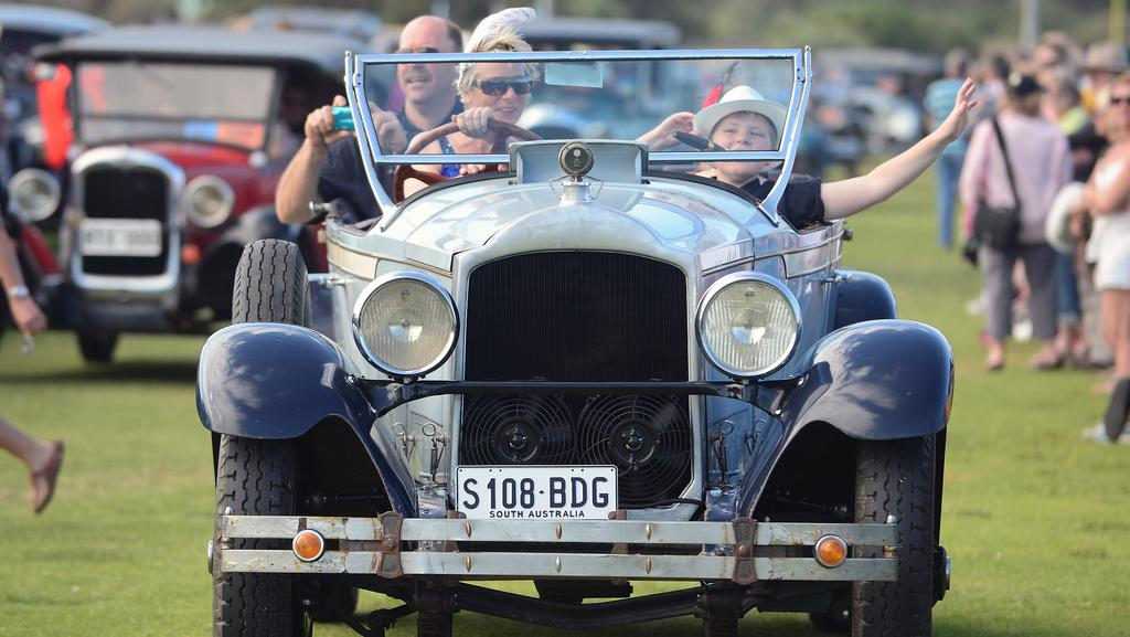 Thousands of car buffs turn out for 34th Bay to Birdwood   Adelaide Now