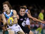 Round 1: Jared Polec gets away from Carlton's David Ellard. Picture: Colleen Petch.