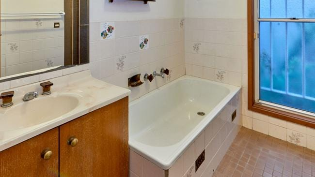 Bathroom before celebrity renovator Cherie Barber got stuck into it. Source: Supplied