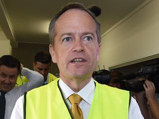 Leader of the Opposition Bill Shorten visits a solar power wholesaler as part of the 2016 election campaign in Brisbane, Wednesday, June 1, 2016. The opposition leader is in Brisbane to announce a plan to set up 10 community power hubs to close gaps in household access to small scale solar and wind power. (AAP Image/Mick Tsikas) NO ARCHIVING