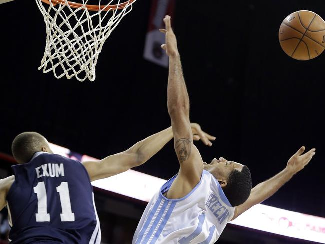 Dante Exum, left, attempts to block a shot from Denver Nuggets' Erick Green in the Summer League.