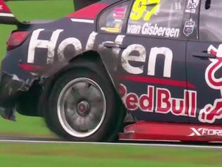 Shane van Gisbergen limps to the pits with a puncture in Race 6. Pic: FOX SPORTS.
