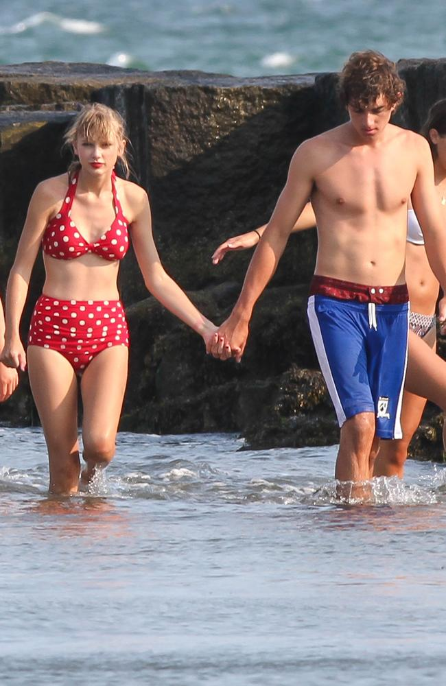 Taylor Swift and Conor Kennedy at Cope Cod. Picture: Paul Adao/INFphoto.com Ref: infusny-231