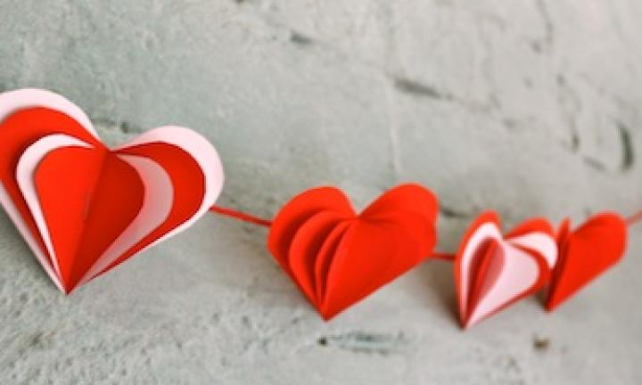 Make a 3D heart garland