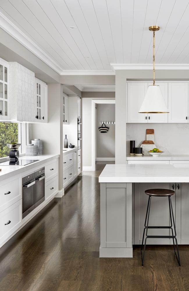 """<span id=""""U10105585563446D"""" style=""""font-family:'Wingdings 3';color:#bebebe;""""></span>The Bayville by Metricon Homes has a generous all-white Shaker-style kitchen with abundant storage for entertaining friends."""