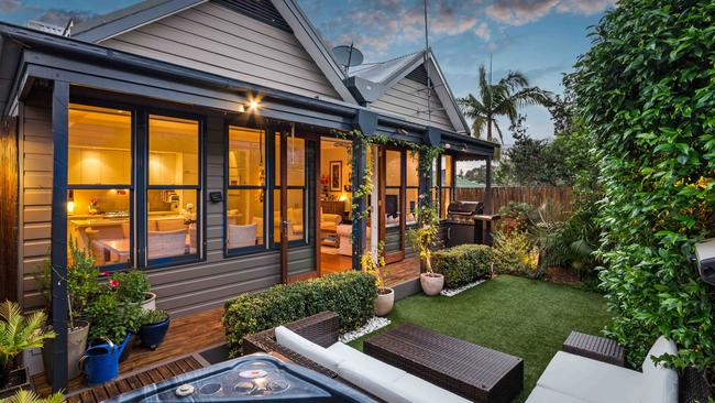 The home at 231 Evans St, Rozelle exceeded its reserve price by $100,000.