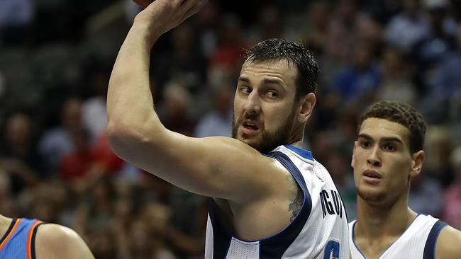 DALLAS, TX - OCTOBER 11: Andrew Bogut #6 of the Dallas Mavericks during a preseason game at American Airlines Center on October 11, 2016 in Dallas, Texas. (Photo by Ronald Martinez/Getty Images)