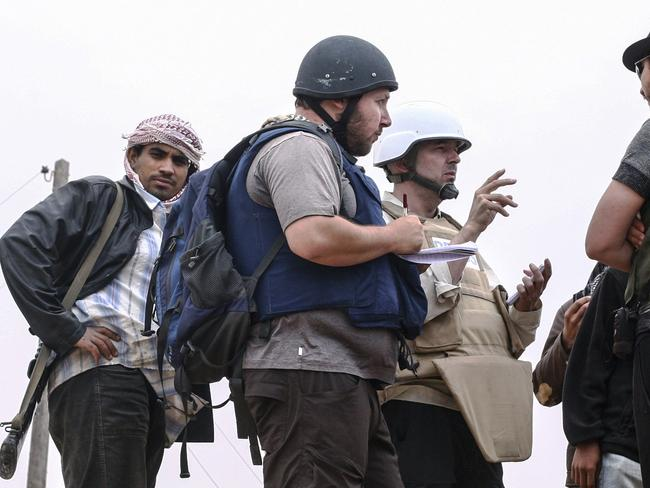 'Next in line to die' ... journalist Steven Sotloff (centre, with black helmet) talks to Libyan rebels on the Al Dafniya front line in Misrata, Libya. Picture: Etienne de Malglaive