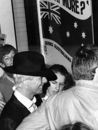 Bowie mobbed in Australia in 1983.