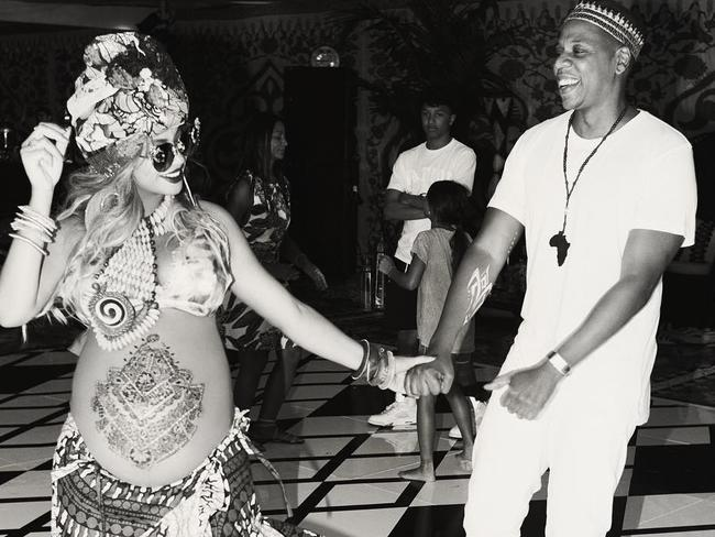 Black Henna Tattoo While Pregnant: Beyonce Instagram Photos Of Her 'push Party', Henna Tattoo