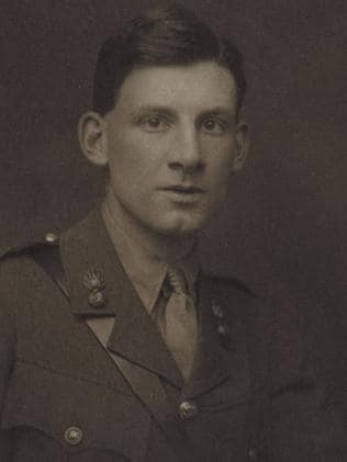 war poets wilfred owen siegfried sassoon Wilfred edward salter owen was born to thomas and susan owen on the 18th of  there he met siegfried sassoon, also a patient and already a noted poet.