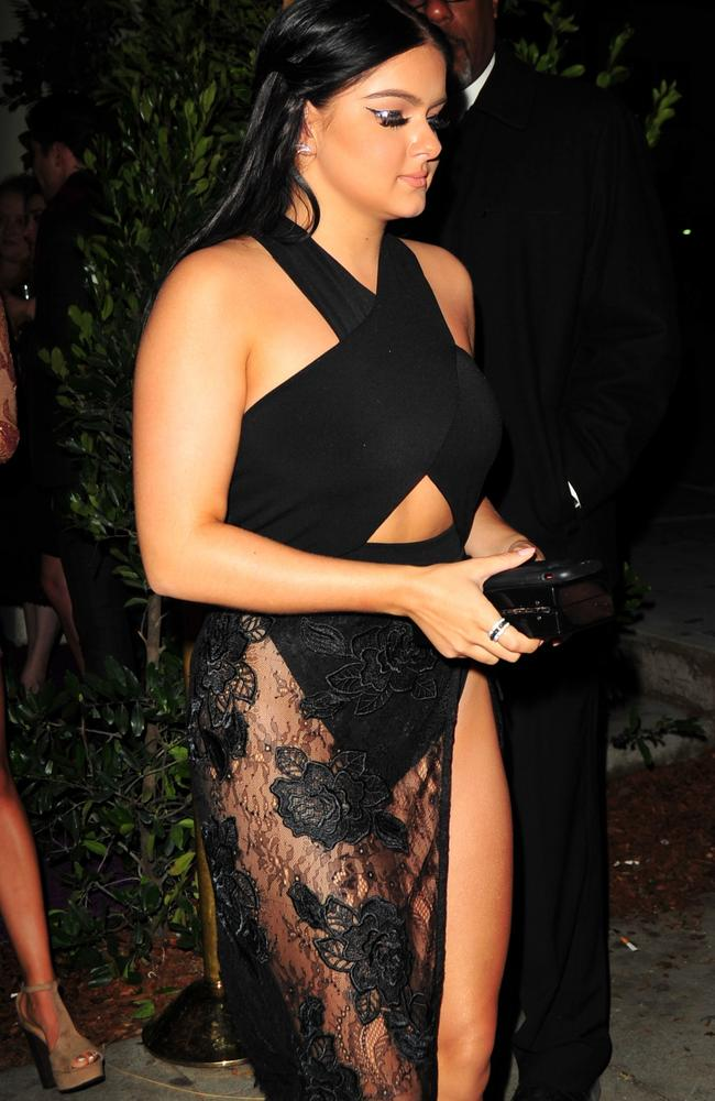 Ariel Winter Steals Show In Attention Grabbing Outfit At