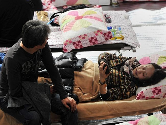 Waiting for news ... South Korean relatives of passengers on board a capsized ferry at a