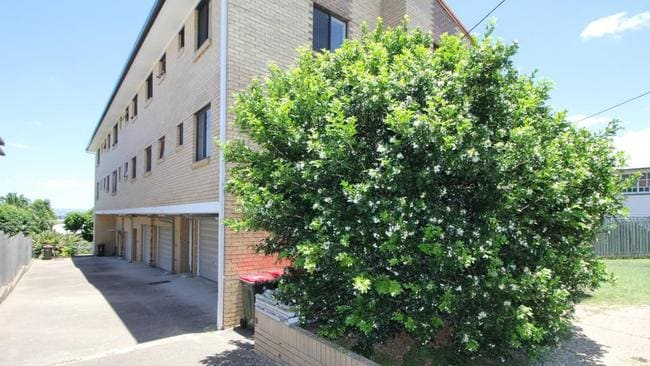 Unit 6, 25 Bundah St, Camp Hill, is for rent. Picture: realestate.com.au. Source: Supplied