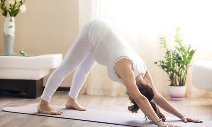 Pregnant woman loses vision after doing a downward yoga pose