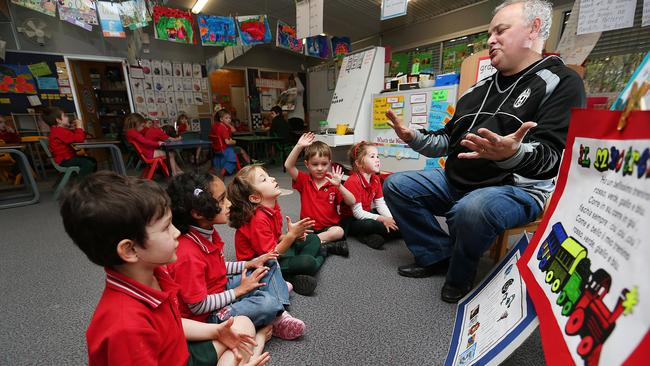 Italian language teacher Alfredo Ferranti teaches prep students at Rainworth State School. Every state primary school would offer languages from Prep by 2025 under a bold new plan. Pictures: Jack Tran / The Courier Mail